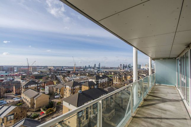 Thumbnail Flat to rent in Rayleigh Road, Docklands