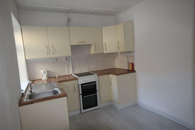 Thumbnail Flat to rent in Llewellyn Street, Pontygwaith, Ferndale