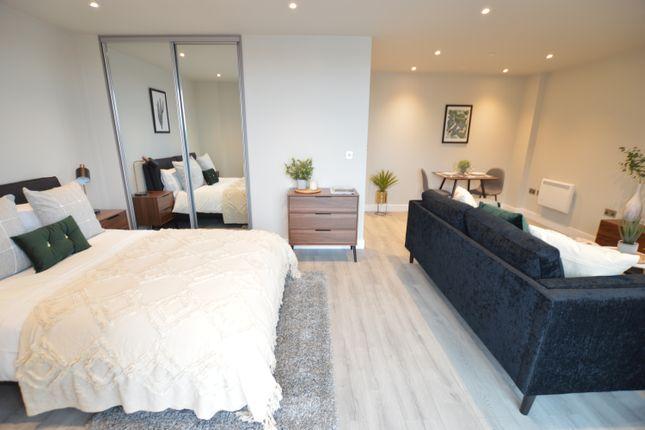 Studio to rent in Petersfield Avenue, Slough, Berkshire SL2