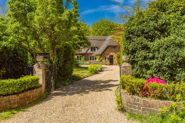 Thumbnail Cottage for sale in Whitchurch Hill, Reading