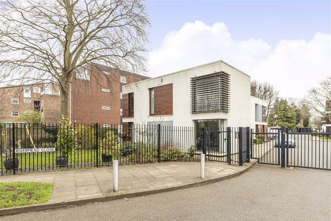 Thumbnail Flat to rent in Rivermead Close, Teddington