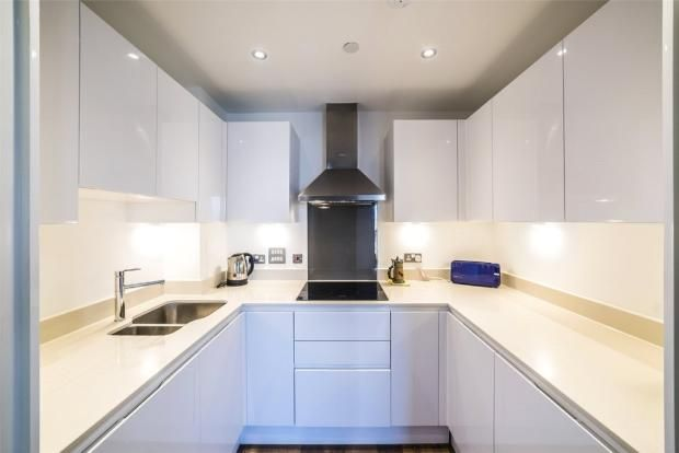 Thumbnail Flat to rent in Lincoln Plaza, London