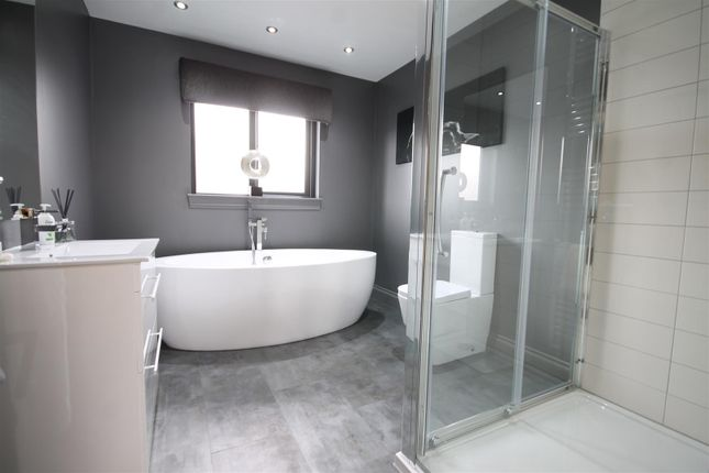Bathroom of Clydeview, Bothwell, Glasgow G71