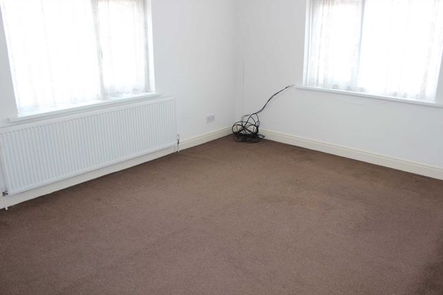 Thumbnail Flat to rent in Melton Road, Syston, Leicester