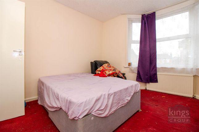 Bedroom of Woodside Gardens, London N17