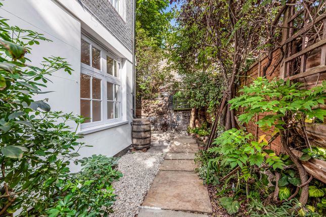 2 bed mews house for sale in The Bottle Factory, Hanbury Mews, London N1