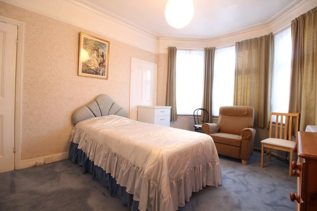 Room to rent in Maryland Road, London