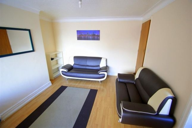 3 bed property to rent in Hessle Avenue, Hyde Park, Leeds
