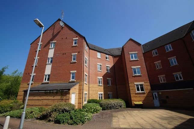Thumbnail Flat for sale in Hedgerow Close, Redditch