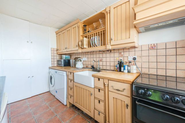Thumbnail Flat for sale in Heronsforde, Ealing
