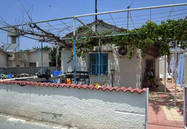 3 bed detached bungalow for sale in Kolossi, Limassol, Cyprus