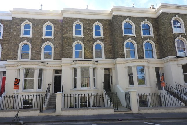 Thumbnail Flat to rent in Wrotham Road, Gravesend