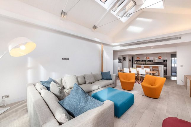Flat for sale in Hollen Street, Soho
