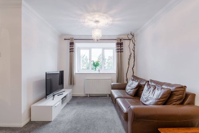 Thumbnail Flat for sale in Express Drive, Goodmayes
