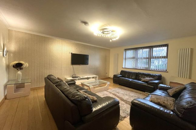 4 bed shared accommodation to rent in Prune Park Lane, Allerton, Bradford BD15
