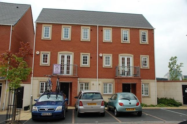 Town house to rent in Madison Avenue, Brierley Hill