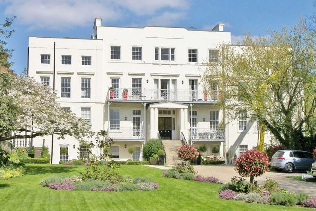 Thumbnail Flat to rent in Hampton Court Road, East Molesey
