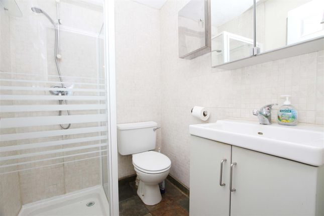 En-Suite of Stainby Close, West Drayton UB7