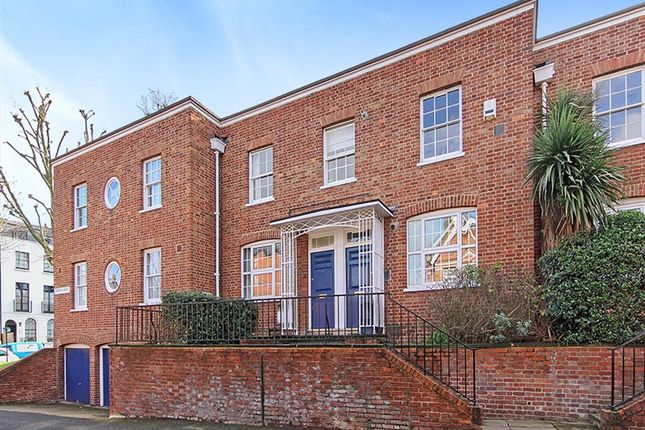 Thumbnail Maisonette to rent in Champion Grove, London