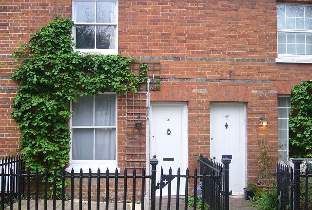 Thumbnail Terraced house to rent in School Lane, Wargrave