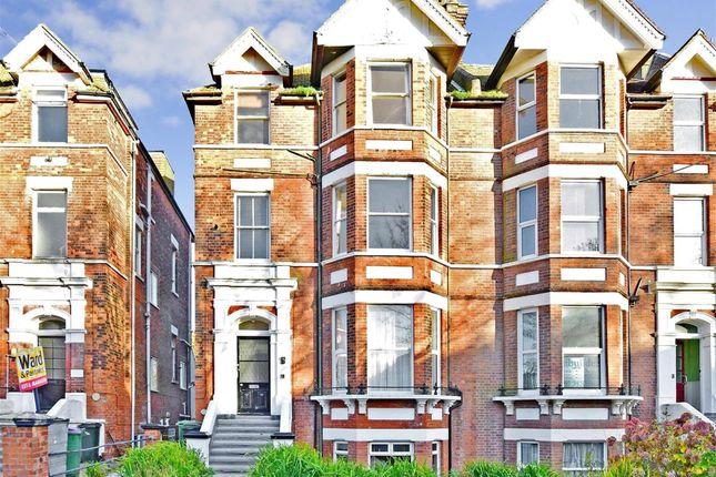 Thumbnail Flat to rent in Earls Avenue, Folkestone