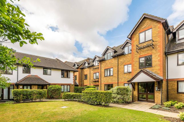 Thumbnail Flat to rent in Cranleigh Court, Kew
