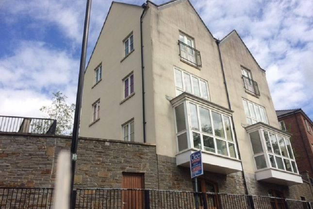 Meadow Bank, Llandarcy, Neath, Neath Port Talbot. SA10