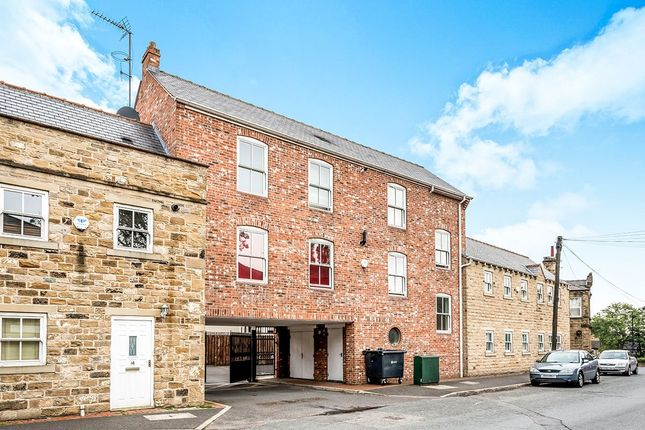 2 bed flat to rent in Rhodes Court High Street, Morley, Leeds