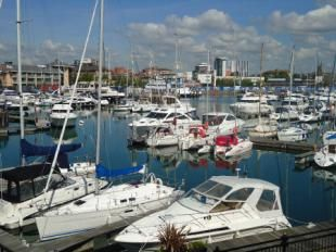 3 bedroom mews house for sale in Pacific Close, Ocean Village, Southampton
