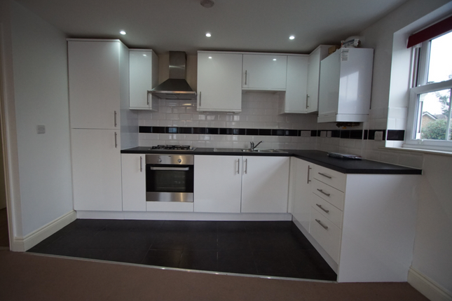 Thumbnail Flat to rent in Manor Road, Romford Essex