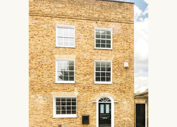 Thumbnail Terraced house to rent in Walcot Square, London