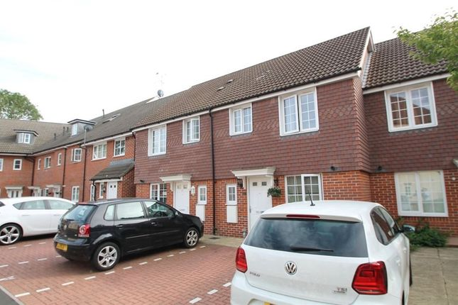 Thumbnail Property to rent in Wayside, Winnersh, Wokingham