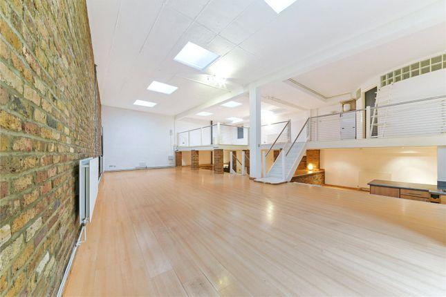 Studio to rent in Banner Street, London
