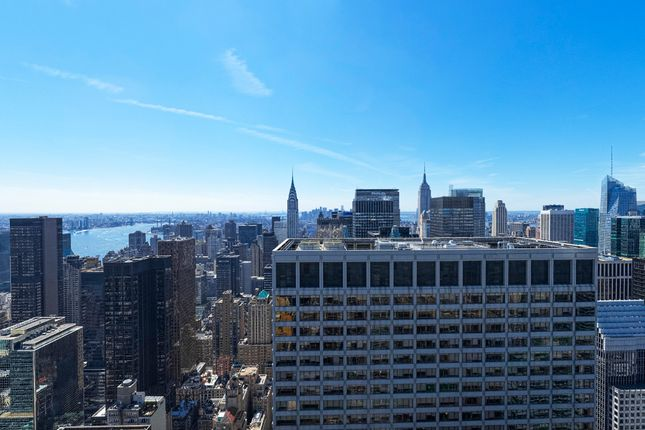 Southerly Views Towards Lower Manhattan And Chrysler Building From 680 Feet Up