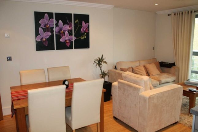 Flat to rent in The Island, Brentford
