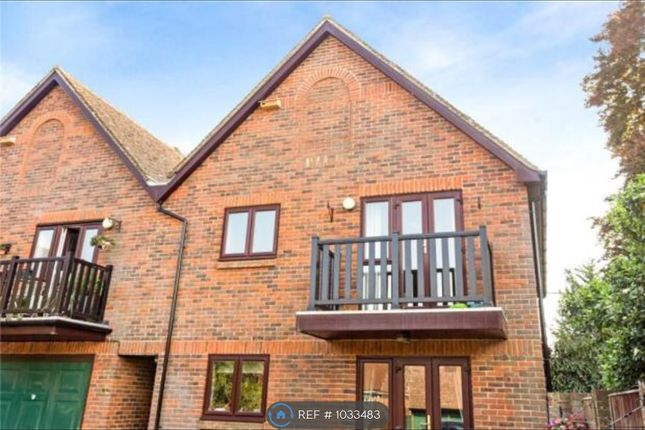 2 bed flat to rent in Alders Court, Alresford SO24