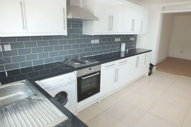 Thumbnail Flat to rent in Sherwood Avenue, Greenford