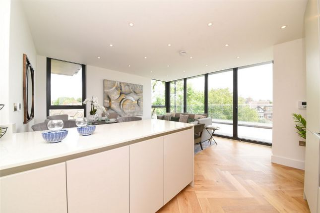 3 bed flat for sale in Pluto Court, North Finchley, London N12