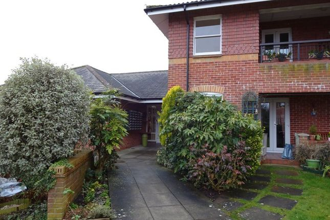 Thumbnail Flat to rent in The Croft, Devizes, Wiltshire