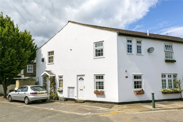2 bed property for sale in Trinity Road, Richmond TW9 - Zoopla