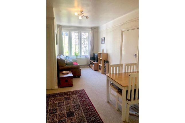 2 bed flat to rent in Mortimer Crescent, London NW6