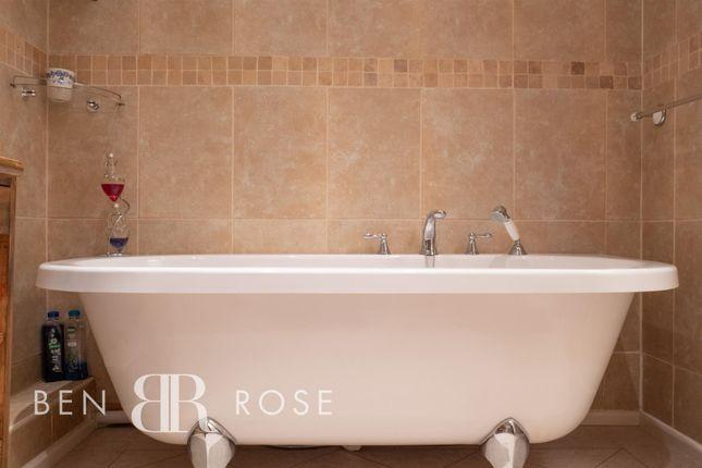 Bathtub of Smithy Close, Brindle, Chorley PR6