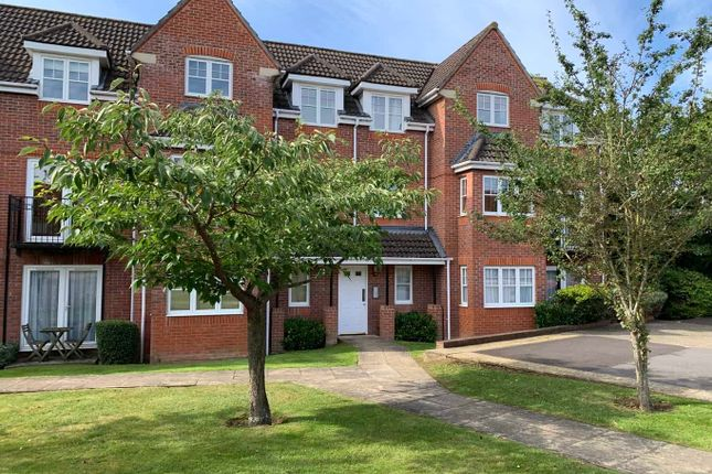 Thumbnail 2 bed flat for sale in Hawthorne Close, Thatcham