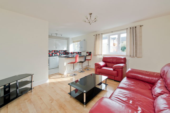 2 bed flat for sale in Crosslet Vale, London
