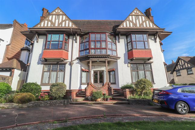 3 bed flat for sale in Chalkwell Avenue, Westcliff-On-Sea SS0