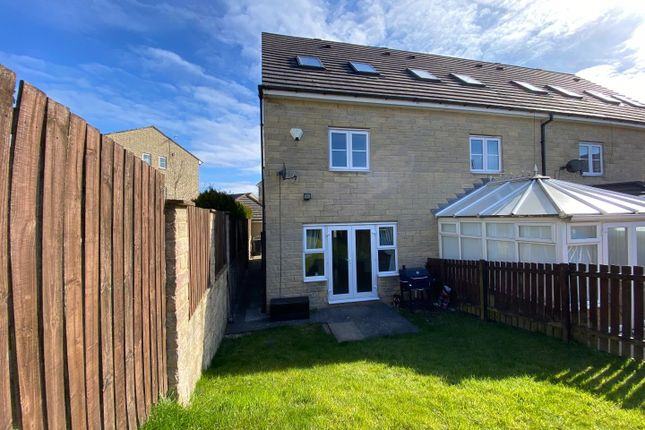 Thumbnail Town house to rent in Naden Close, Queensbury, Bradford
