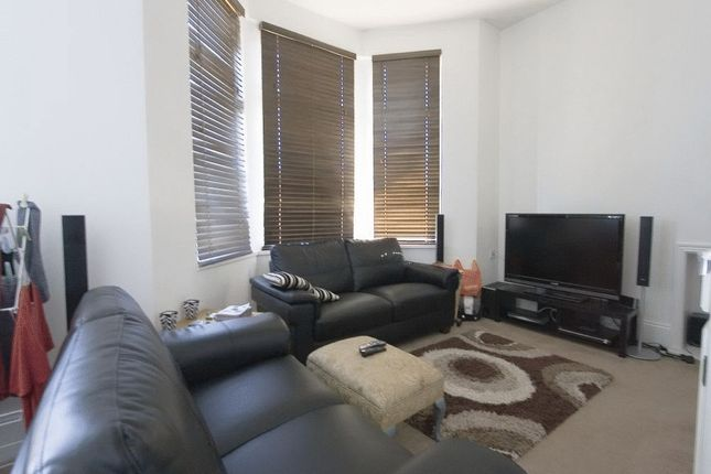 3 bedroom flat to rent in Somers Road, Walthamstow