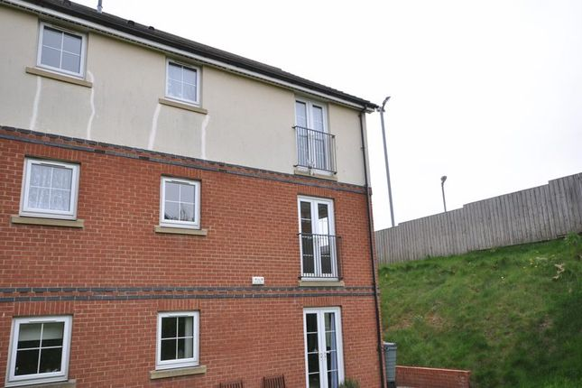 Thumbnail Flat to rent in Station Avenue, Whitby