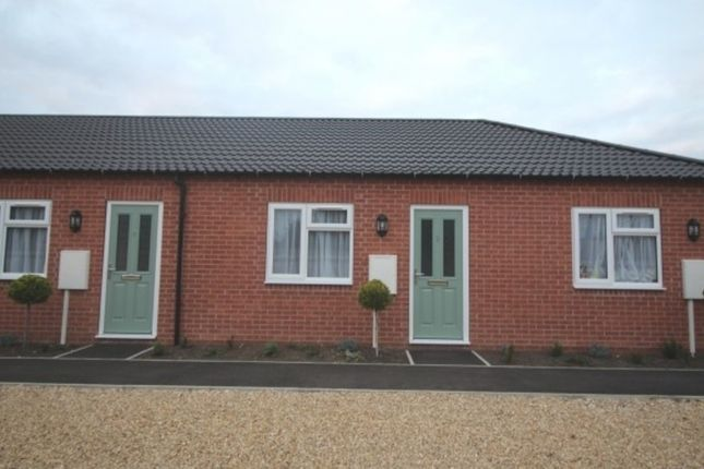 Thumbnail Semi-detached bungalow to rent in Huntingtower Road, Grantham