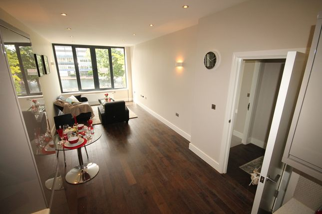 Thumbnail Flat for sale in Flat 11 Swan House, The Embankment, Bedford